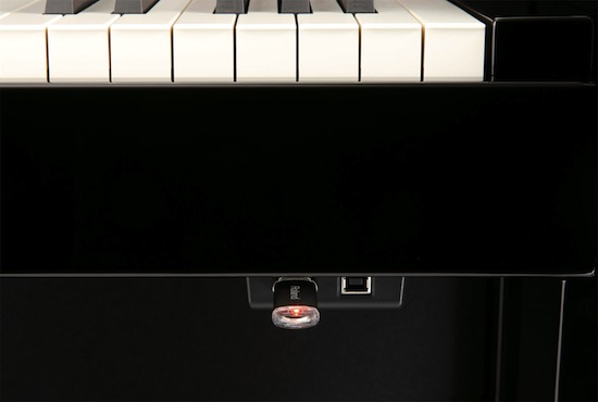 Roland HP507 Digital Piano USB closeup