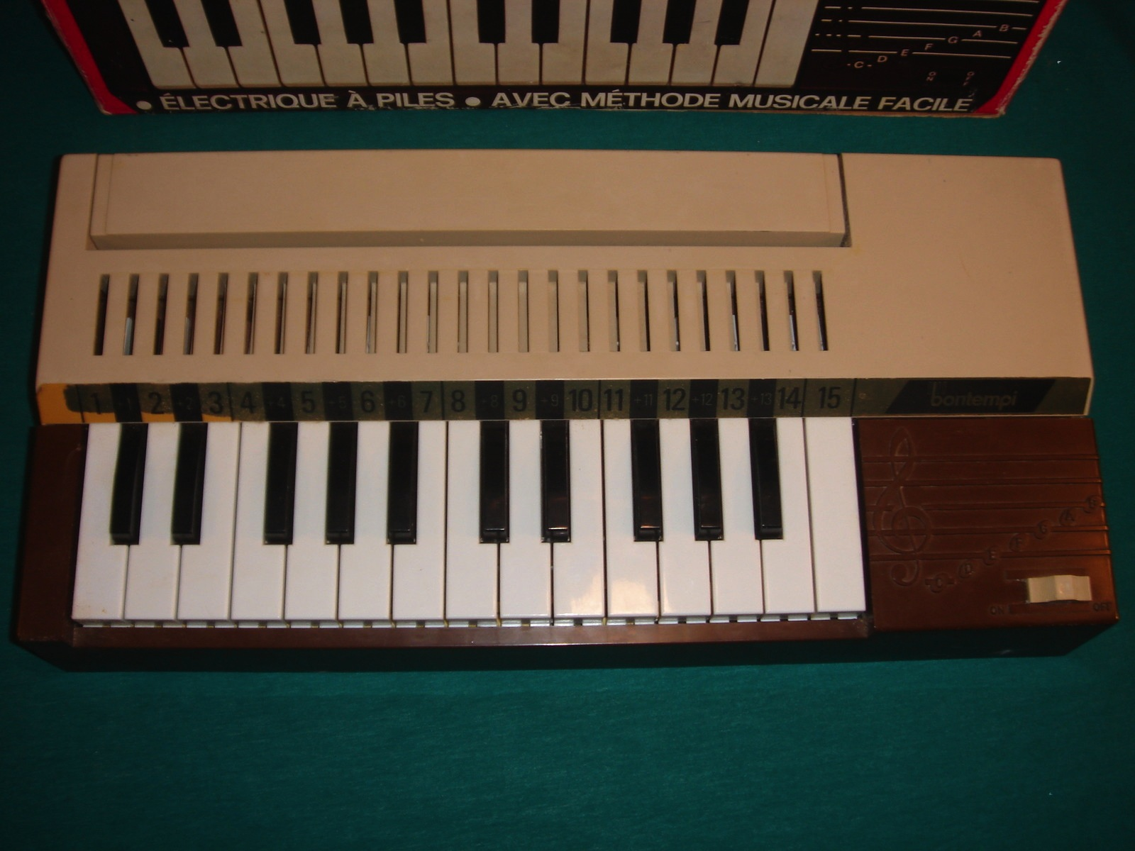 VINTAGE BONTEMPI MUSICAL TOY CHORD ORGAN