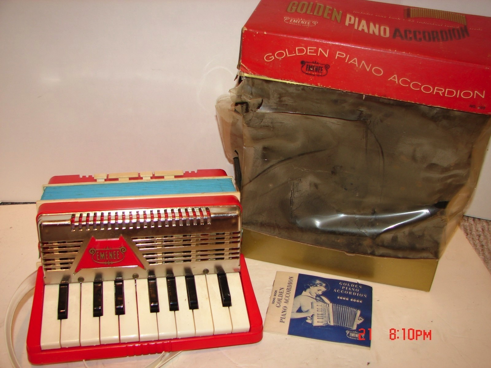 VINTAGE EMENEE GOLDEN PIANO ACCORDION MUSICAL TOY