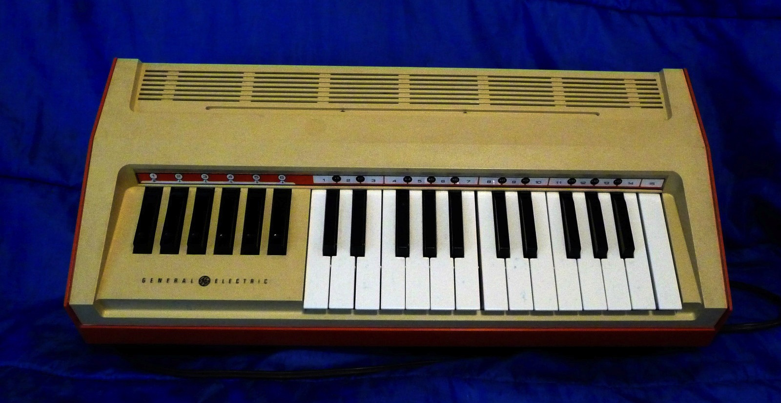 Vintage General Electric Chord Organ