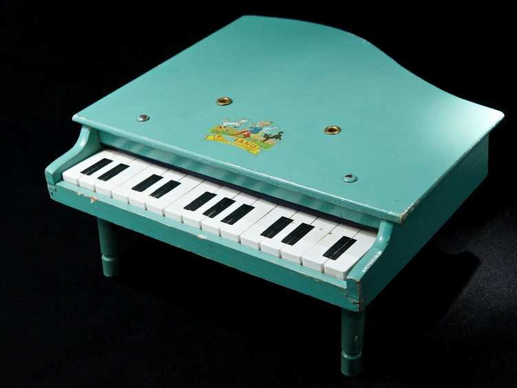 green-english-piano