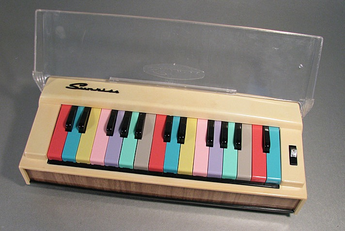 vintage 1960s Sunrise Toy Electric Organ
